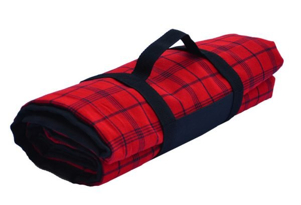 red_and_black_picnic_blanket_with_carry_handle_2